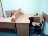Два офисных стола для персонала с перегородкой. Киев.