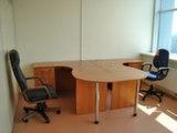 Два офисных стола.